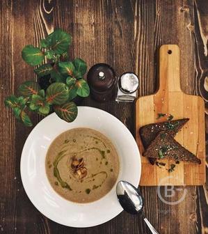 Крем суп из шампиньонов с гренками
