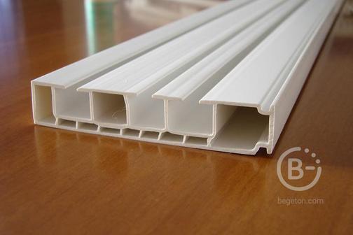 Карниз потолочный 3-х рядный длина 2 м.