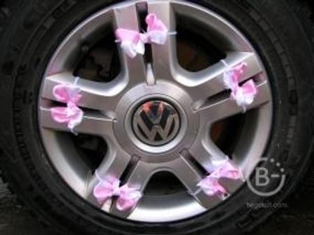 Украшения на колеса, ручки и зеркала машины. Бант бабочка атлас бело-розовые