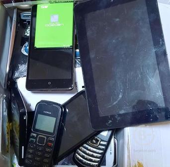 Телефоны, планшеты на разбор.