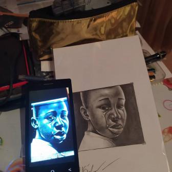 Пишу портреты с фото телефона простым карандашом