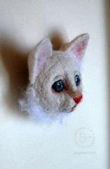 """Брошь""""Котенок белый"""""""