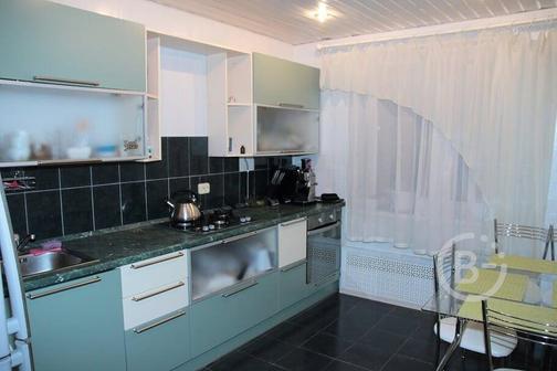 Продам 3х ком квартиру с кухней 13 кв.м