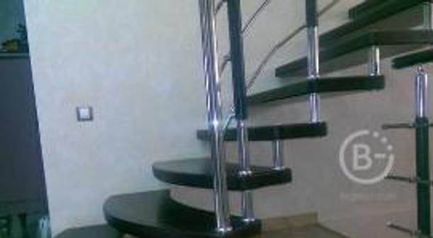 Комбинированные лестницы из стекла и дерева