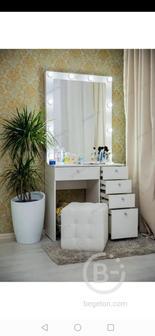 Туалетный столик с выдвижными ящиками