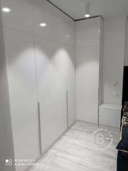 Шкаф распашной угловой с антресолями, белый глянец