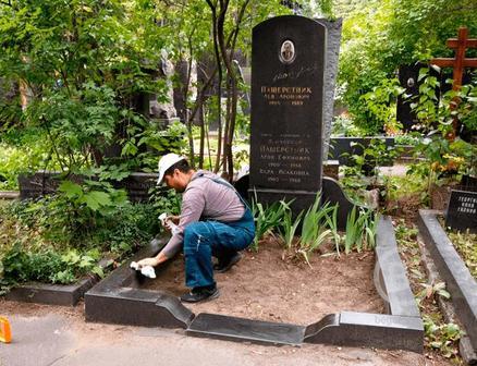 Реставрация могил и их уборка