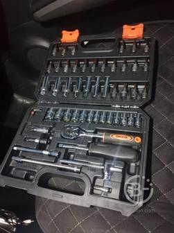 Набор инструментов для автомобиля в кейсе