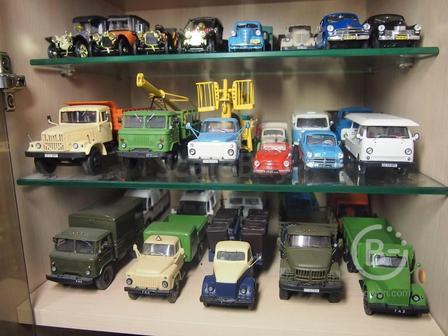 Покупаю советские сувенирные машинки в масштабе 1:43.