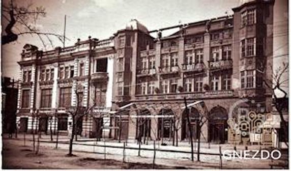 Старинный отель на набережной Феодосии