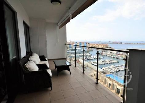 Недвижимость с захватывающим видом на залив Гибралтара