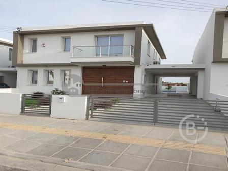 Роскошная вилла с тремя спальнями в аренду в районе Ливадия, Ларнака