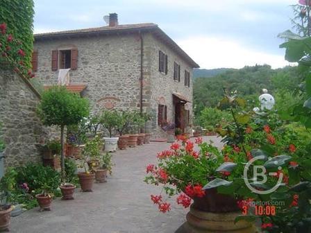 Ферма на холмах кьянти, провинции Флоренции на продажу