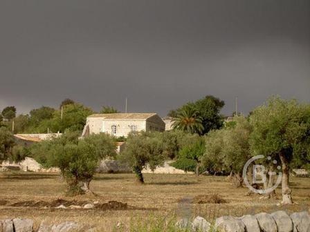 Продажа сельскую виллу в окружении холмов в Модиканы, Италия
