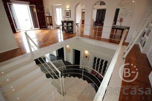 Предлагаем на продажу элегантный дом с видом на долину в Рагузе
