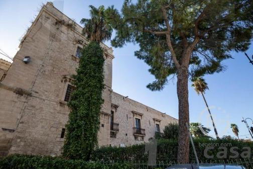 Продается элегантная укрепленная резиденция в Комизо Сицилия