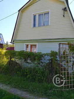 Продаю двухэтажную дачу с земельным участком 4 сотки.