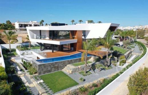 Недвижимость с уникальным сочетанием современной архитектуры на продажу