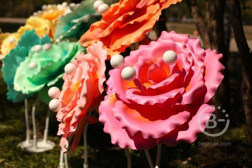 Декоративные и красивые вещи от светильников до больших ростовых цветов
