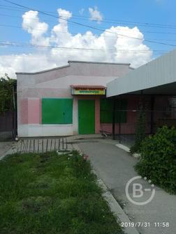 Продам отдельно стоящее помещение под магазин и крытую летнюю площадку с помещением под кухню.