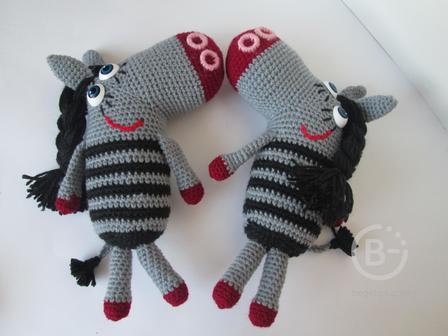 вязаная игрушка -  зебра в полосочку