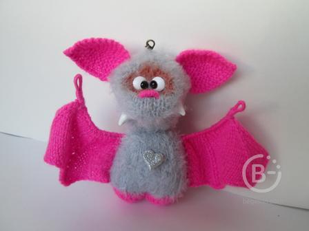 вязаная игрушка летучая мышка