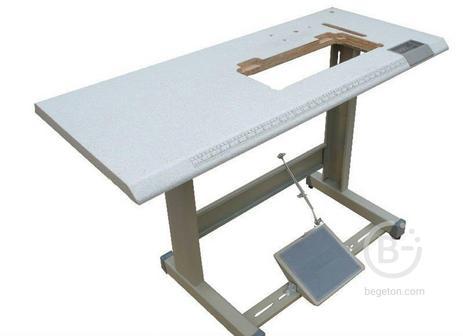 Стол для мешкозашивочной машины и оверлоков.