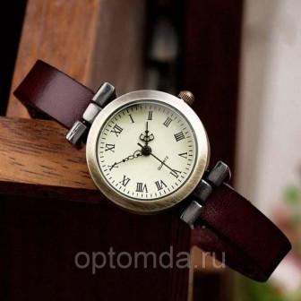 Винтажные часы с кожаными ремешками
