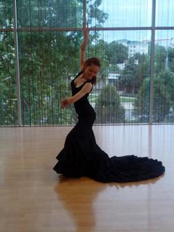 Бата де кола (юбка) для испанского танца