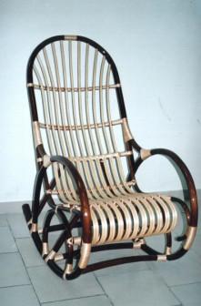 Плетеные кресло - качалки.