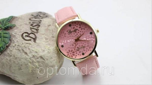 Нежные женские часы Geneva