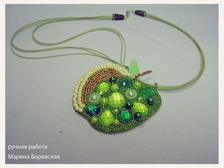 Кулон-подвеска Райское яблочко ручная работа вышивка бисером.