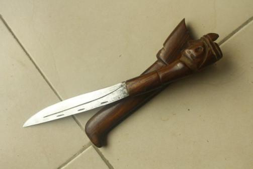 Нож старый из Папуа-Новая-Гвинея
