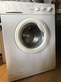 Продаю стиральную машину Indesit WG835TX