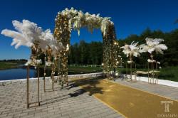 Свадебная арка - главная деталь выездной регистрации