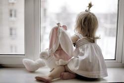 Как обезопасить окна от детей?