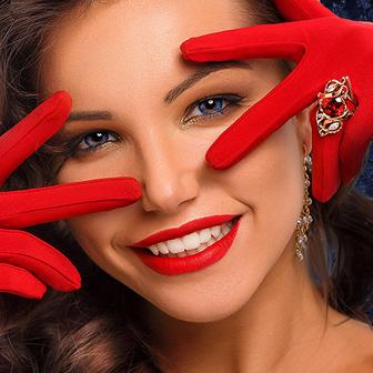 Чистка зубов «Праздничная» + Отбеливание = 3700 руб.!