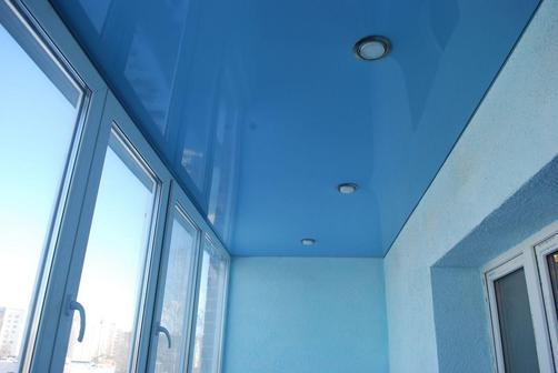 Можно ли устанавливать натяжные потолки на балконе?