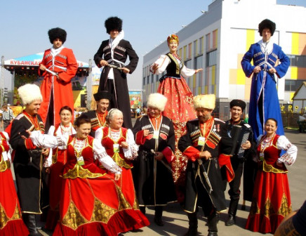 Ходулисты карнавал артисты