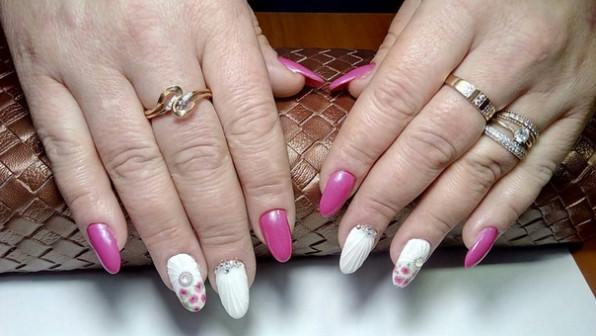 Маникюр+педикюр+наращенных ногтей+френч+дизайн.