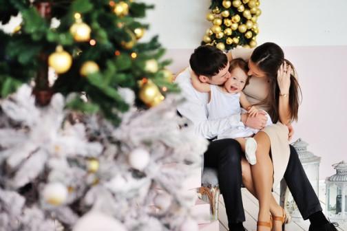 Семейная фотосессия в новогодних интерьерах