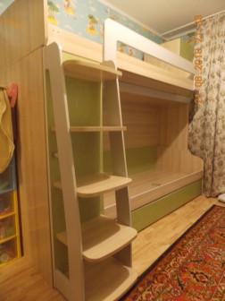 две детских модульных кровати простая и чердак со шкафом и ящиками